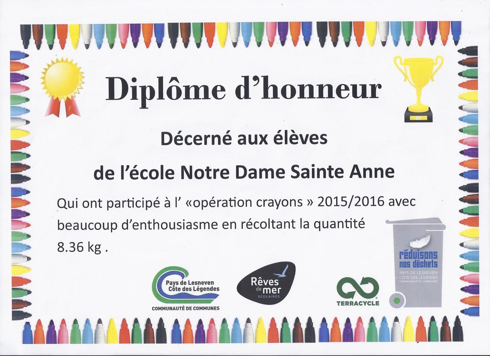 L'école_reçoit_un_diplôme_d'honneur